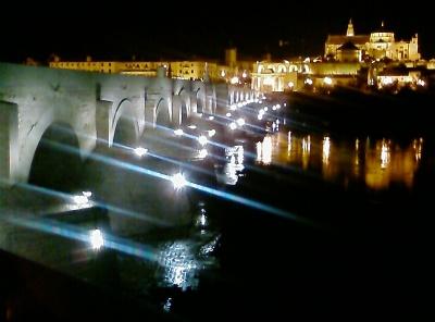 Puente Romano y Mezquita, al fonod