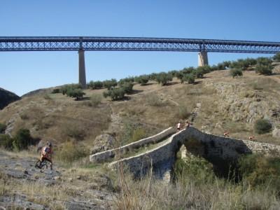 """Puentes sobre el arroyo Víboras (Imagen cortesía de <a href=""""http://www.panoramio.com/photo/10385472"""">garysugar3</a>)"""