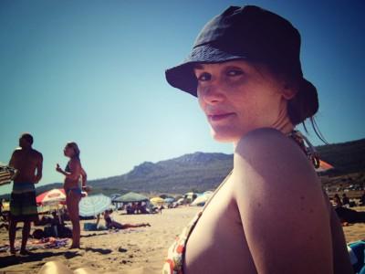 Ana en la playa, versión lomografía