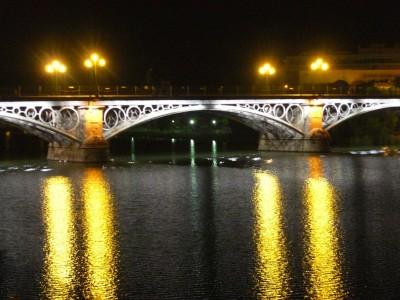 Puente de Isabel II desde la calle Betis