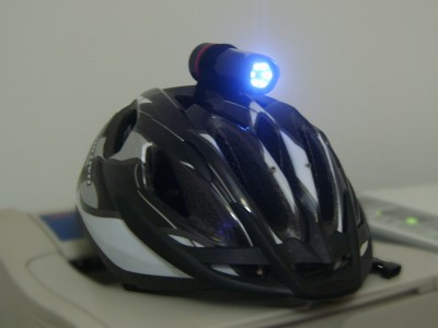 Casco con cámara y LEDs