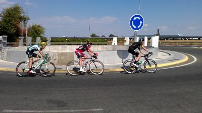 Ciclistas escapados por Santiponce