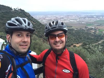 Javi y yo con Córdoba y las Ermitas al fondo