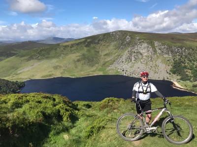 Ciclismo de montaña junto al Lago Tay