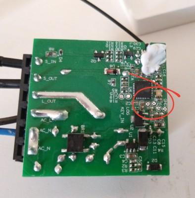 Conectores 3.3V, GND, RX y TX en el Sonoff Mini