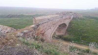Graves daños en la estructura del puente